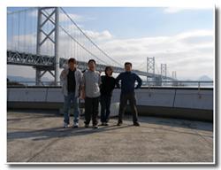 瀬戸大橋で集合写真