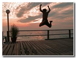 海に飛び込んでる人?